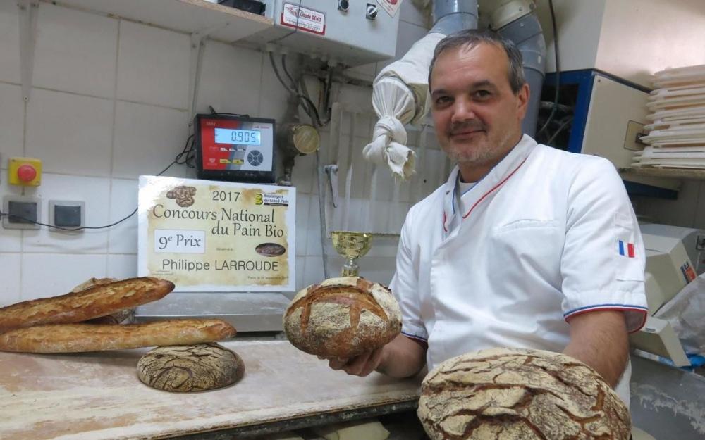 photo de mr larroude de la boulangerie la vaudoireà sartrouville