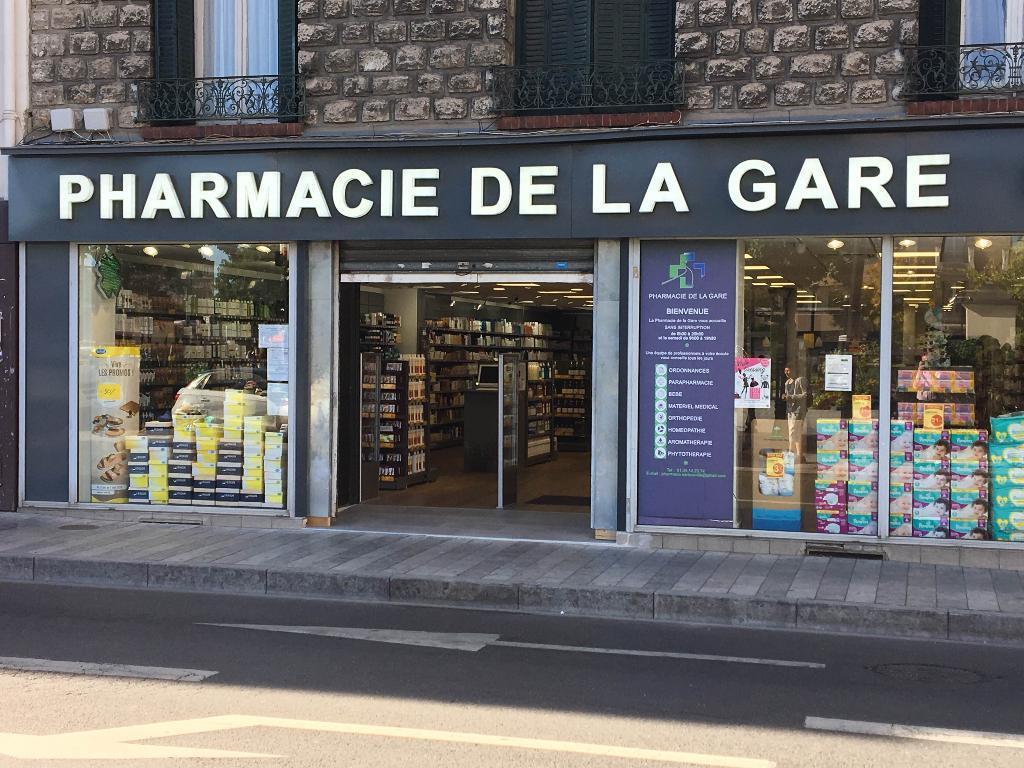phot de la devanture de la pharmacie de la gare à sartrouville